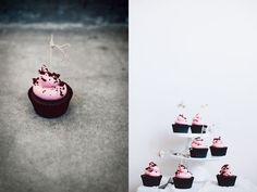 Chokladcupcakes med hallonfrosting Amelia, Panna Cotta, Kinfolk, Ethnic Recipes, Desserts, Food, Tailgate Desserts, Dulce De Leche, Deserts
