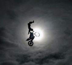 Whoa!! E.T. to the extreme!