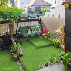 Do you want to live in an modern house with amazing minimalist garden in back or front of it? Check these design ideas! Rooftop Terrace Design, Terrace Decor, Small Balcony Decor, Small Balcony Garden, Balcony Design, Home Room Design, Home Garden Design, Minimalist Garden, Apartment Balcony Decorating