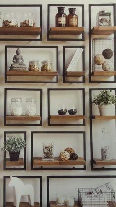 Shelfmate by Bodhi verkrijgbaar bij Korver Living in Sliedrecht. Teakhouten planken met een metalen frame.  #shelfmate #by Bodhi #interieur