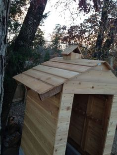 I started construction on a new smokehouse several weeks ago. Its going slow, never seem to have enough time to work on it. Smoke House Plans, Smoke House Diy, Backyard Smokers, Fire Pit Backyard, Lavabo Exterior, Build A Smoker, Smokehouse, Garden Architecture, Diy Wood Projects