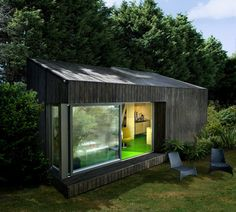 Incredible and cozy backyard studio shed design ideas Backyard Office, Cozy Backyard, Backyard Studio, Garden Office, Garden Huts, Garden Cabins, Studio Shed, Workshop Studio, Casas Containers