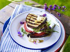 Leichte Sommergerichte für bewusste Genießer - gefuellte-auberginen-kraeuter-schnitzel  Rezept