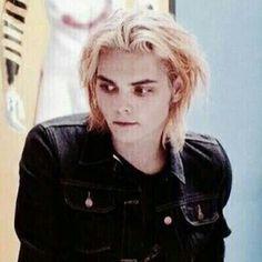 Gerard Way 😊 Gerard Way, Emo Bands, Music Bands, My Chemical Romance, Vampire Kids, Mcr Memes, Mikey Way, Frank Iero, My Escape