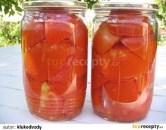 Čerstvá rajská jablíčka pečlivě opereme, raději dvakrát. Podle velikosti nakrájíme na poloviny nebo čtvrtky a naskládáme, nebojíme se přitlačit,...