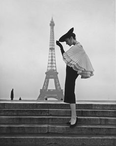 Gorgeous!! >> Paris 1955 Photo: Walde Huth