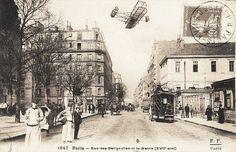 La rue des Batignolles au niveau de l'ancienne mairie du 17e arrondissement, vers 1900.