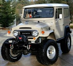 Shedding a tear right about now... 70's FJ40 done up beautifully.