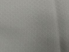 Jacquard Fluid Gracefull (Branco). Tecido Jacquard extremamente fluido e leve, possui suaves textura e transparência. Ideal para modelagens soltas e amplas. Sugestão para confeccionar: Camisas, batas, blusas, entre outros.