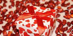 40 julegaver til hende → Overrask med de perfekte julegaveideer her Christmas Eve Box, Christmas Gifts, Decorating Tips, Interior Decorating, Interior Design, Decorating Websites, Valentine Day Gifts, Valentines, Valentine Nails