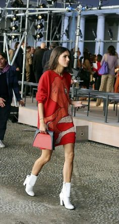 A graphic knit spotted during Milan Fashion Week. (Photo: Lee Oliveira for The N… A graphic knit spotted during Milan Fashion Week. Look Street Style, Street Chic, Street Style Women, Paris Street, Business Dress, High Fashion, Womens Fashion, Milan Fashion, Style Fashion