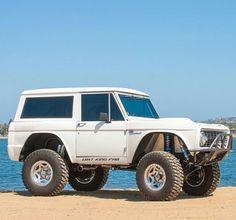 Ford Bronco custom by Dirt King Fab