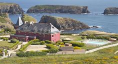 Le Grand Large, Belle-Ile-En-Mer Bangor This sea-side hotel with outdoor pool is located in the Belle-île-en-Mer region, opposite the ocean. It offers rooms with views of the sea, the garden, the heath or the lighthouse.
