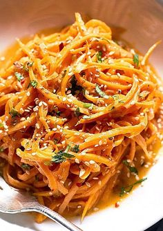 These sweet potato noodles are so easy and a fun way to eat more vegetables. Garlicky sweet potato noodles take the place of traditional pasta in this healthy recipe for a more filling and nutriti Sweet Potato Spiralizer Recipes, Healthy Noodle Recipes, Sweet Potato Recipes Healthy, Zoodle Recipes, Pasta Recipes, Vegetarian Recipes, Chicken Recipes, Cooking Recipes, Sweet Potato Butter Recipe