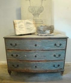 18th century French Chest of Drawers in Antique Furniture from Appley Hoare http://www.appleyhoare.com
