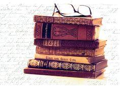 Alter Bücherstapel mit Brille