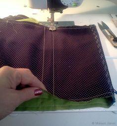 Pour revoir l'étape précédente c'est  ICI     Tuto 3e étape:     Allons-y avec le montage des pochettes.   Les zips sont posés, la doublur... Tote Bag, Cool Stuff, Montage, Ann, Simple, Crochet, Purses, Clutch Bag, Couture Sac