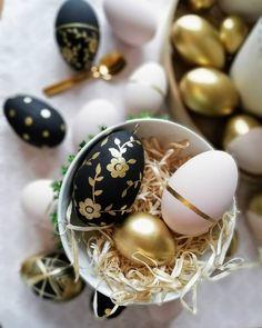 Easter Egg Crafts, Easter Gift, Happy Easter, Easter Eggs, Easter Egg Designs, Diy Ostern, Egg Decorating, Vintage Easter, Holidays And Events