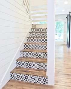 Lovely use of tiles on stair risers. They look stunning against the wood of the steps. Lovely use of tiles on stair risers. They look stunning against the wood of the steps. Future House, My House, Style At Home, Tile Stairs, Tiled Staircase, Wooden Stairs, Concrete Stairs, Staircase Ideas, White Staircase