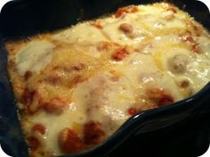 Mozzerellagratineret kylling i tomatflødesovs
