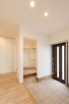 entrance shoes off Home Interior Design, House Styles, House Interior, Japanese House, Home Room Design, Ideal Home, Japanese Home Design, House Entrance, Minimalist Home