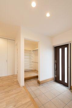 entrance shoes off Home Room Design, Home Interior Design, House Design, Japanese Home Design, Japanese House, Hurry Home, Patio Central, Asian House, Garage Interior