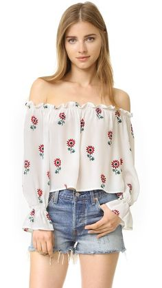 Buy Beige Stone Cold Fox Crop top for woman at best price. Compare Tops prices from online stores like Shopbop - Wossel United States Cool Outfits, Casual Outfits, Casual Clothes, Cut Off Shirt, Look Con Short, Belly Shirts, Half Shirts, Floral Crop Tops, Long Sleeve Crop Top