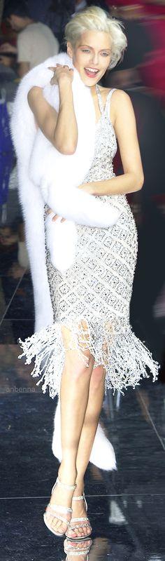 Adelaide Kane in Reign SA   Savannah   Pinterest   Schöne kleider ...