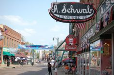 Memphis Tennessee Attractions | 10 Things to Do on Beale St. if You're Underage