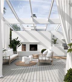 Best DIY Backyard Beach Oasis - Page 7 of 27 - Abantiades Decor Style At Home, Indoor Outdoor Living, Outdoor Rooms, Outdoor Showers, Modern Outdoor Living, Outdoor Decor, Patio Design, House Design, Garden Design