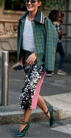 Olivia Palermo playing with different textures. Rock Style, Style Me, Street Style, Street Chic, Olivia Palermo Style, Fashion Outfits, Womens Fashion, Fashion Trends, Inspiration Mode