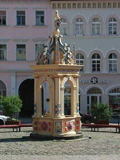 Brunnen von 1589 auf dem Neumarkt in Oschatz / Sachsen