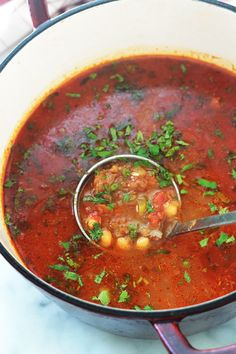 Recipe of the traditional Algerian chorba frik. Healthy Dinners For Two, Healthy Recipes On A Budget, Budget Meals, Healthy Dinner Recipes, Soup Recipes, Easy Meals, Vegetarian Soup, Vegetarian Recipes, Plats Ramadan