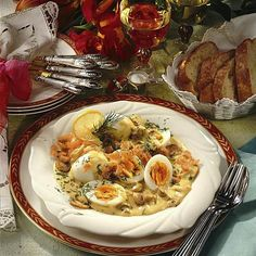 Eier in Lachs-Senf-Sahne Rezept | LECKER Egg Quiche, Eggs, Fish, Meat, Cooking, Party, Vegetarian Cooking, Popular Recipes, Salmon