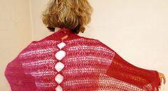 Strik et let og luftigt sjal, der pynter til hverdag og fest.