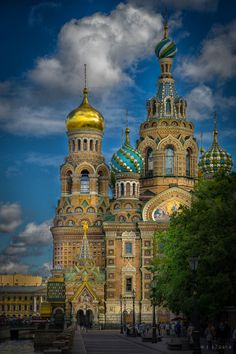 St. Petersburg, Russia. http://media-cache-ec4.pinterest.com/upload/193021534001334260_CynR3bSm_c.jpg