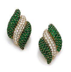 A pair of diamond, emerald and 18K gold Sabbadini earrings - by Hôtel des Ventes de Monte-Carlo