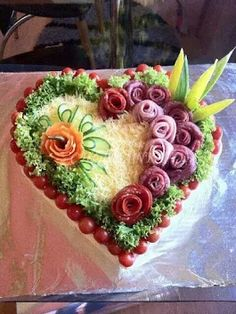 107 Ideas To Spark Your Sandwich Cake decoration Meat Trays, Food Platters, Sandwich Torte, Deco Fruit, Food Carving, Vegetable Carving, Food Garnishes, Garnishing, Veggie Tray