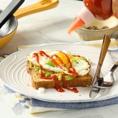 Toast Try it once and we think you'll agree: Topping avocado toast with an egg is a near-perfect breakfast.Try it once and we think you'll agree: Topping avocado toast with an egg is a near-perfect breakfast. Avocado Breakfast, Breakfast Toast, Perfect Breakfast, Healthy Breakfast Recipes, Brunch Recipes, Healthy Snacks, Healthy Recipes, Healthy Breakfasts, Avocado Toast With Egg