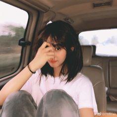 Sabem de q grupo essa garota é? Korean Girl Ulzzang, Ulzzang Girl Fashion, Cute Korean Girl, Asian Girl, Ulzzang Short Hair, Girl Short Hair, Short Girls, Uzzlang Girl, Girl Photography Poses