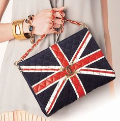 'Union Jack' purse, by Chanel. Chanel Purse, Chanel Handbags, Chanel Bags, Fashion Handbags, Union Jack, Uk Flag, Chanel Couture, Coco Chanel, Gigi Hadid