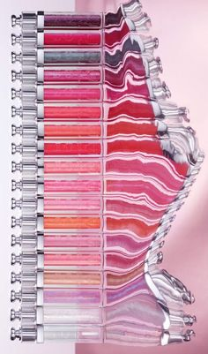 A lip plumper and a lip gloss all in one! Dior Addict Ultra-Gloss glides on smoothly over the lips for a spectacular glossy effect with a film so fine and comfortable you almost forget it's there.