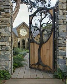Tree inlay in wooden gate General information about the garden fence Garden fences have been around for many centuries. Fence Design, Door Design, Exterior Design, House Design, Wooden Gates, Wooden Fence, Wooden Tree, Diy Fence, Garden Trees