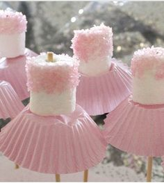 for Amzi's birthday? Marshmallow ballerinas Oh goodness - now, we've all seen cake pops, and we all know about what fun they can be for a party. so how about this for a theme, the ballerina party, complete with little marshmallow ballerinas! Babyshower Party, Baby Girl Babyshower Ideas, Baby Ahower Ideas, Baby Reveal Ideas, Bathroom Mirrors Diy, Simple Bathroom, Bathroom Ideas, Marshmallow Pops, Pink Marshmallows