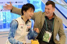 """男子SPで世界歴代最高得点を更新した羽生(左)。""""王者""""チャンに大差をつけての首位発進は自身の成長を示す何よりの収穫だった  http://sportsnavi.yahoo.co.jp/sports/figureskate/all/1314/columndtl/201312060003-spnavi  ◆「得点については、ただただびっくりです。点数よりも1つひとつのジャンプがきれいに決まったことと、スピンで少しよろけてしまったなというのが印象です」◆「ジャンプやステップ、スピンを一生懸命やろうと思っていましたし、何より楽しみながらできたと思います。点数には驚きましたけど、自分がしたかったこと、するべきことをしっかりできたことが良かったです」"""