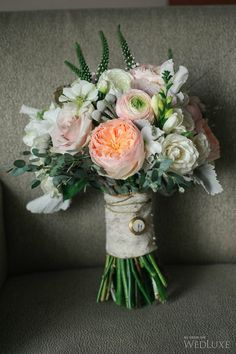 Soft #pink and #peach floral bouquet | Photography by: lifeimages | WedLuxe Magazine #luxurywedding