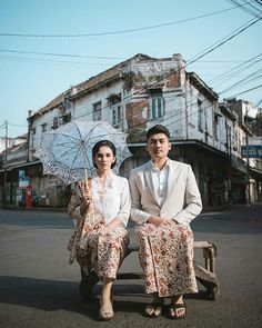 Pre Wedding Shoot Ideas, Pre Wedding Poses, Pre Wedding Photoshoot, Javanese Wedding, Indonesian Wedding, Korean Wedding Photography, Wedding Couple Poses Photography, Kebaya Wedding, Malay Wedding Dress