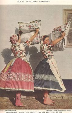 Hungarian Embroidery Patterns Dans le Lakehouse : Hungarian Embroidery 101 - History - A very brief history on the Hungarian embroidery with beautiful photos and stories. Chain Stitch Embroidery, Embroidery Patterns, Embroidery Stitches, Stitch Head, Braided Line, Hungarian Embroidery, Folk Dance, Folk Costume, Costume Dress