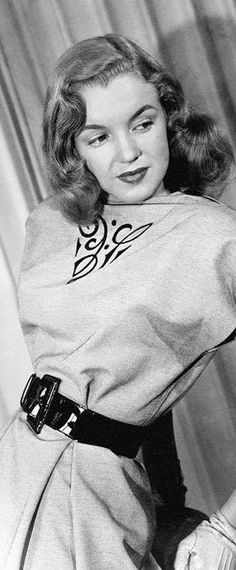Young Marilyn Monroe, Marilyn Monroe Photos, Hollywood Glamour, Old Hollywood, Viejo Hollywood, 1940s Woman, Divas, Norma Jeane, Queen