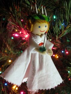 Santa Lucia clothespin doll ornament - When I was growing up, one of our neighbors used to give us clothespin doll ornaments for Christmas. I didn't know how she made them, but now I do.